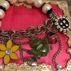 Betsey Johnson pearl frog daisy bracelet vintage